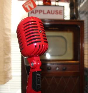 """Retro Thing: Budget """"Vintage"""" Microphone In Classic Retro Red"""