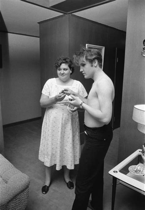 Elvis at 21: July 4, 1956: With mother | Young Elvis