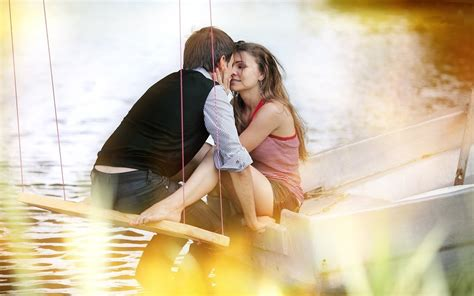 Romantic Couple Kiss Hd Wallpapers : Wallpapers13