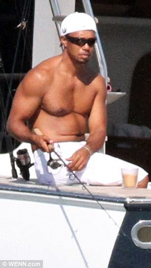 Tiger Woods goes shirtless while Lindsey Vonn strips to