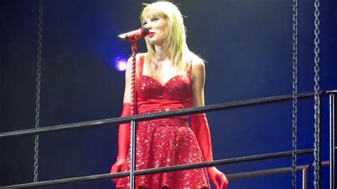 You Belong With Me - Live HD - RED Tour 2013 - YouTube